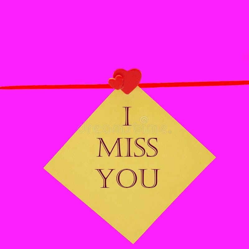 Mlle vous écrit avec le prochain coeur en bois rouge de lettres en bois photos stock
