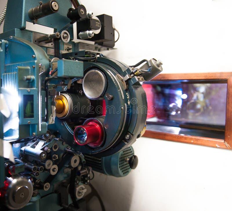 35 mm电影戏院有在焦点戏院sc外面的放映机机器 库存照片