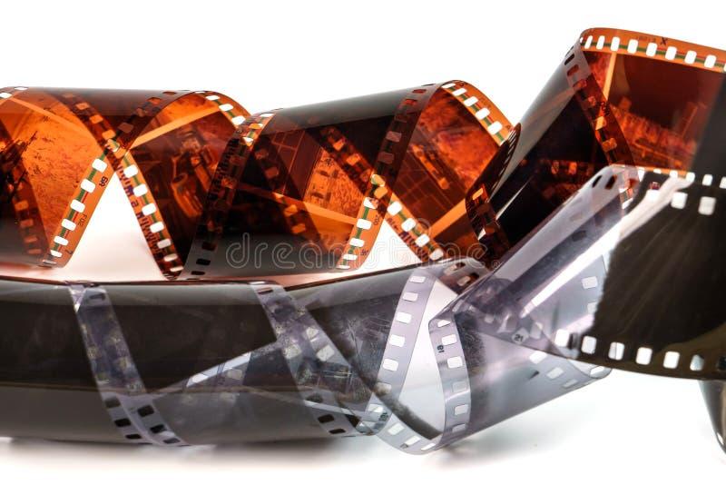 35mm Fotofilm Altes FotoFilmnegativ auf Weiß Streifen des fotografischen Films lokalisiert auf weißem Hintergrund schwarzes lizenzfreie stockfotos