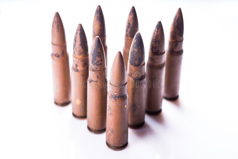 9mm kogel voor een kanon op witte achtergrond wordt geïsoleerd die stock foto's