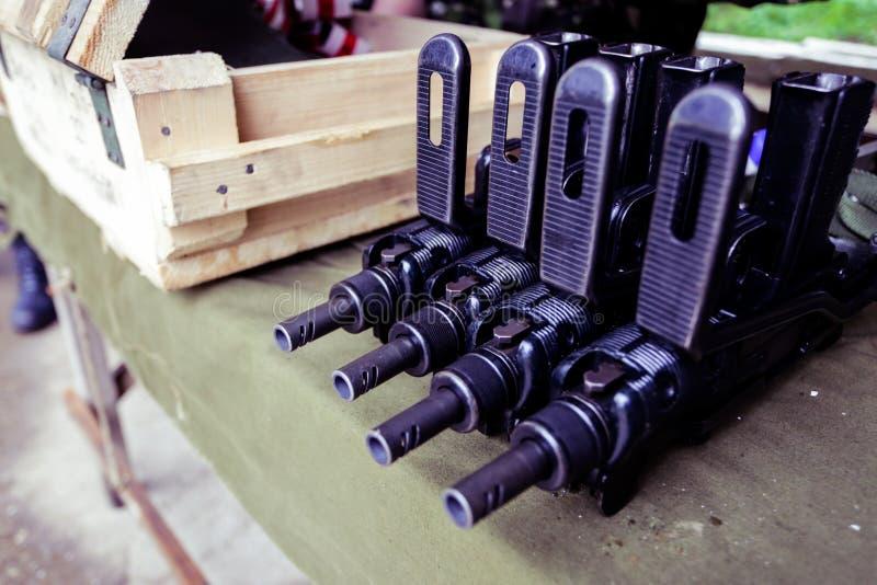 9mm machinegeweren op vertoning stock foto's