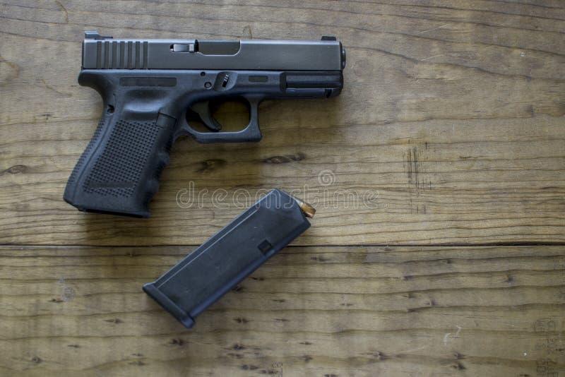 9mm pistol royaltyfria bilder