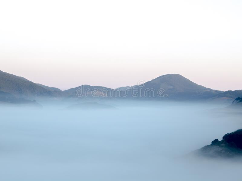 MM69A VAL MNT LND SNR FOG X10 OP royalty free stock images