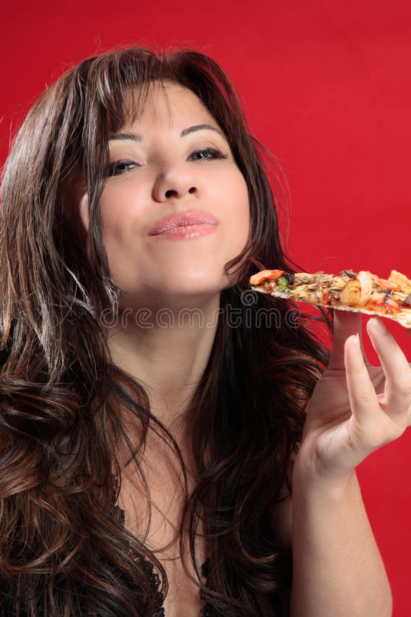 Mmmm vrouw die van pizza geniet royalty-vrije stock afbeeldingen