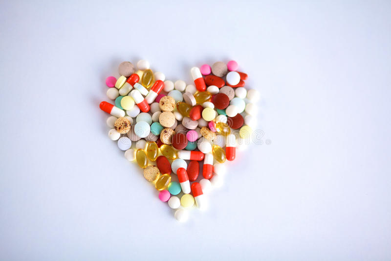 Mnóstwo kolorowe pigułki od above i lekarstwo obraz stock