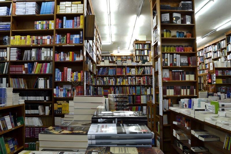 Mnóstwo książki w księgarni zdjęcie royalty free