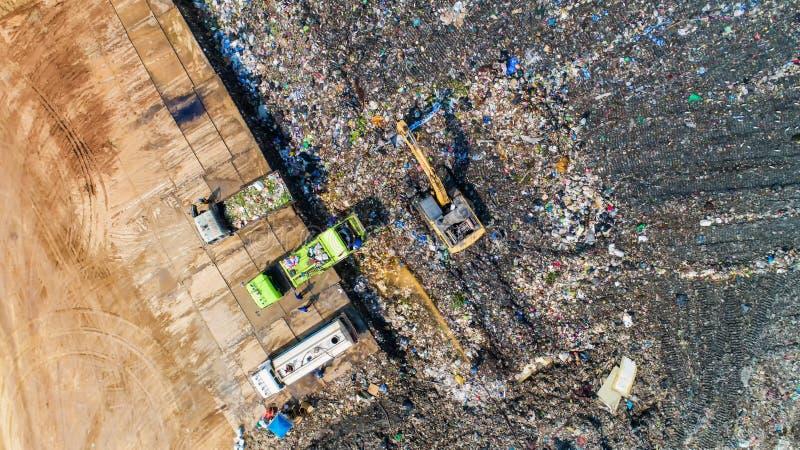 Mnóstwo odpady disposed jałowego usuwania jamy w makro obrazy stock