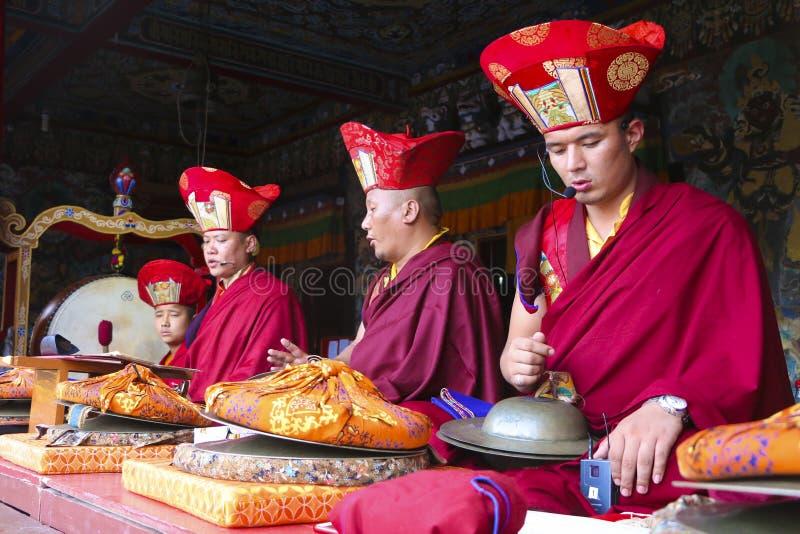 Mnich buddyjski przy Rumtek monasterem w Sikkim zdjęcie royalty free