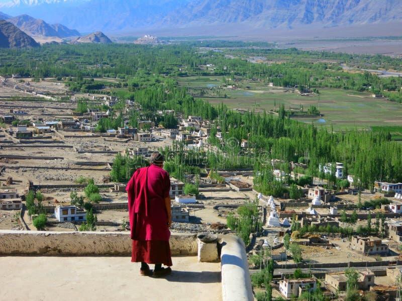 Mnich buddyjski w czerwieni zdjęcia royalty free