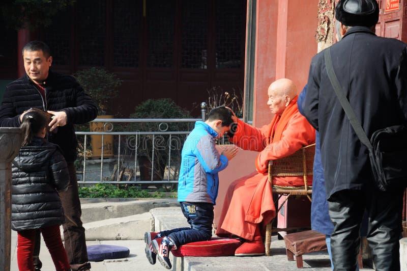 Mnicha Buddyjskiego błogosławieństwo zdjęcia royalty free