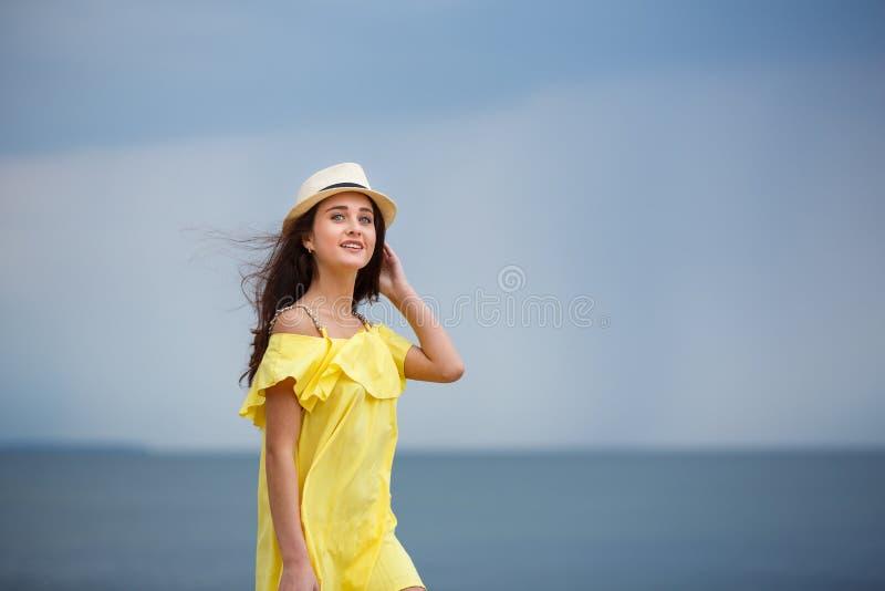 Moça alegre na praia imagens de stock