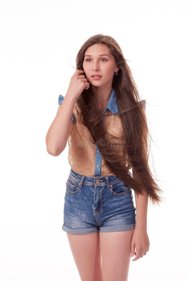 A moça bonita com cabelo longo mostra emoções diferentes Fotografia em um fundo branco imagem de stock