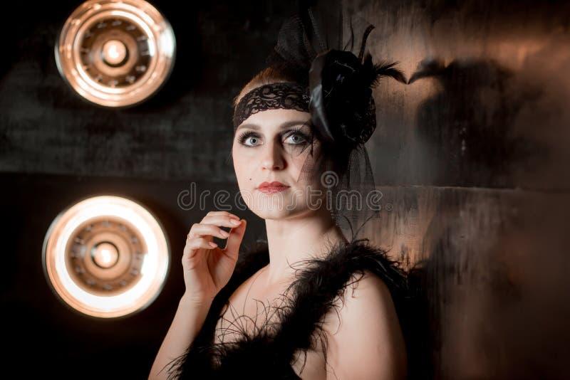 Moça bonita na imagem de 30 anos do século XX fotografia de stock