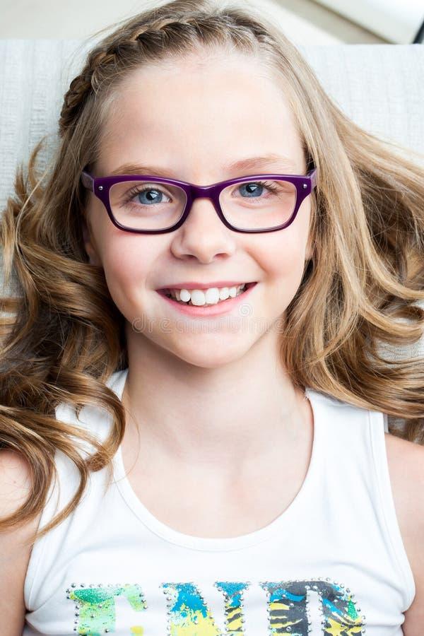 Moça bonito pronta para a verificação dental acima imagem de stock royalty free
