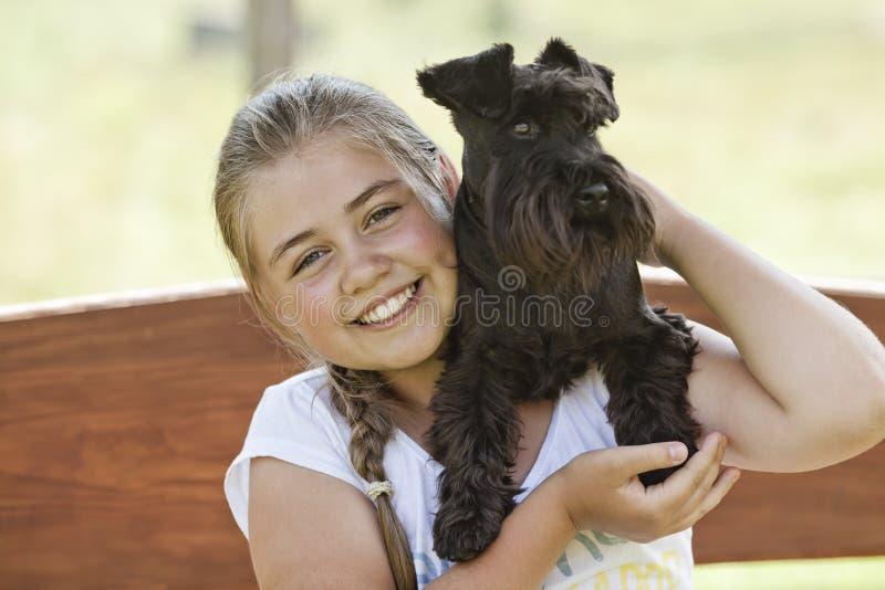 Moça com cão fotos de stock