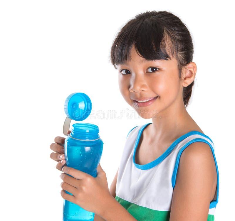 Moça com garrafa de água V fotos de stock royalty free