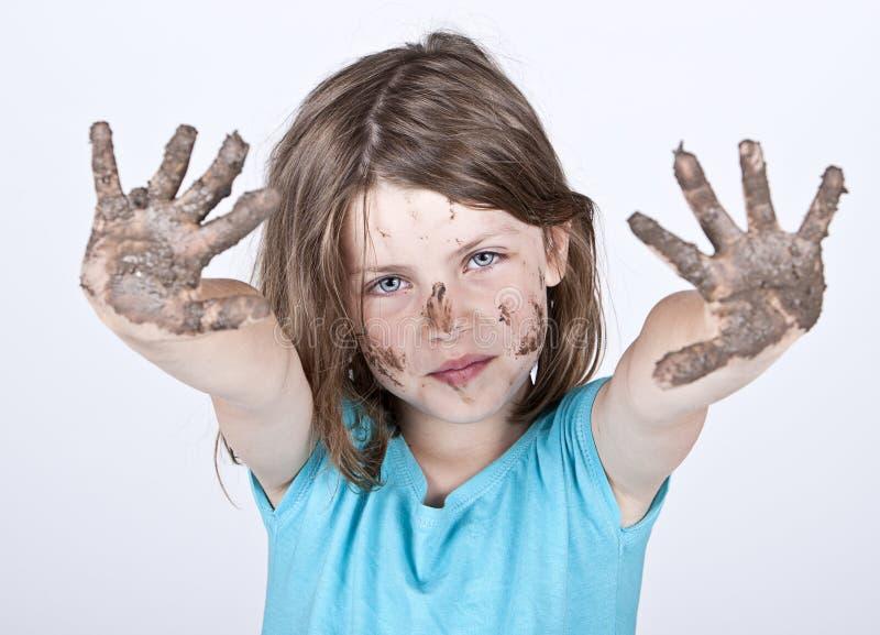 Moça com mãos e a cara sujas imagem de stock royalty free