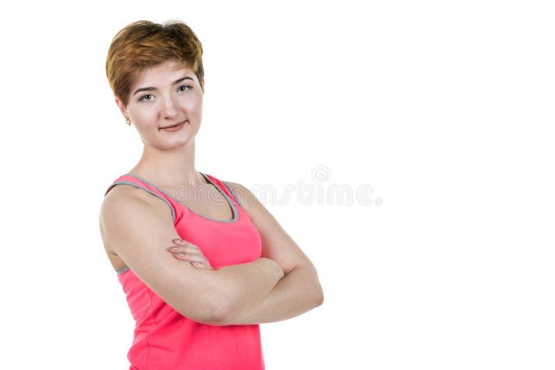 Moça com penteado curto que sorri, no lado esquerdo do quadro, em um fundo isolado branco foto de stock royalty free