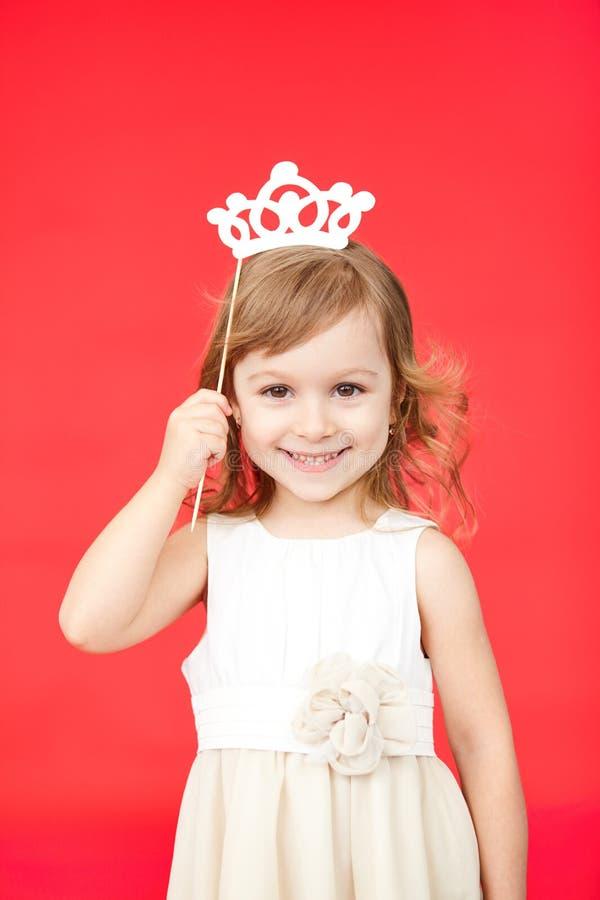 Moça como o traje pequeno do carnaval da princesa foto de stock