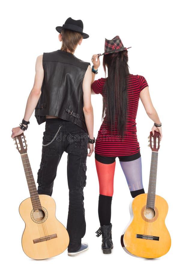 Moça e indivíduo com as guitarra fotos de stock