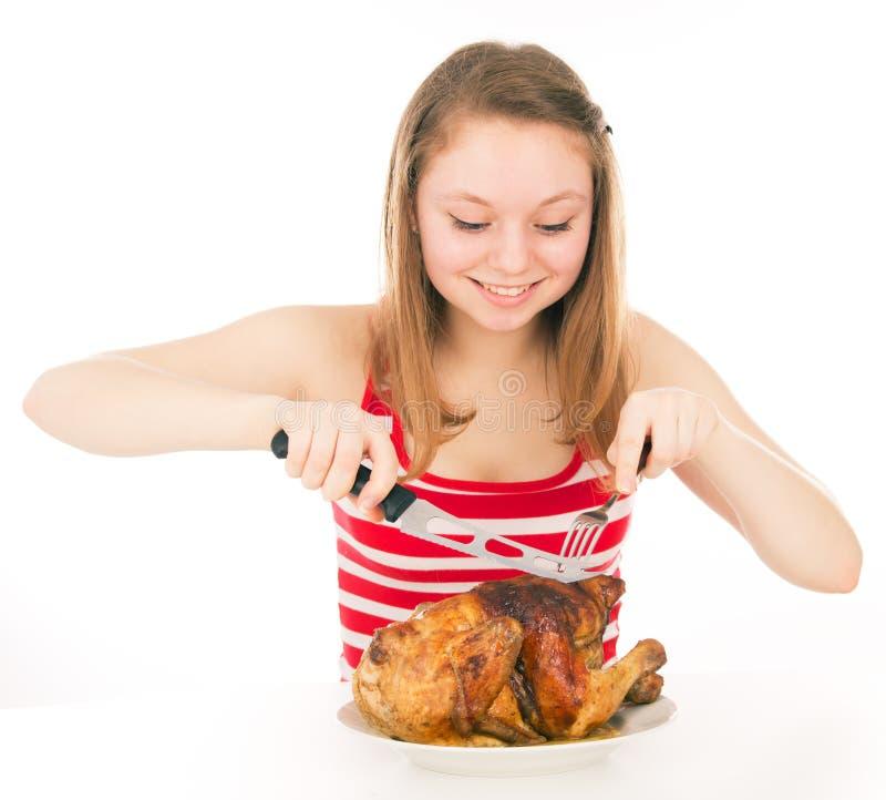 A moça em uma dieta começa a comer a galinha foto de stock