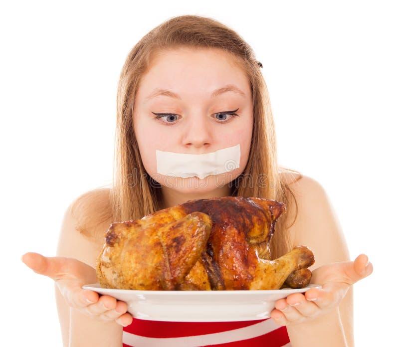 A moça em uma dieta, e quer comer a carne imagens de stock