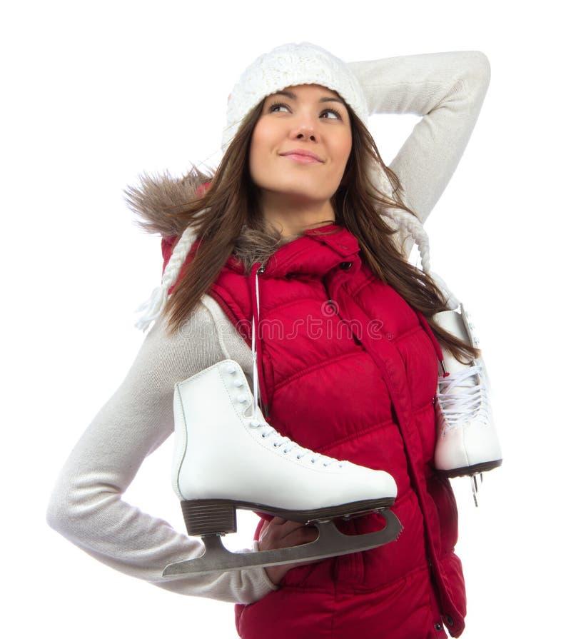 Moça feliz com os patins de gelo que preparam-se para a patinagem no gelo foto de stock