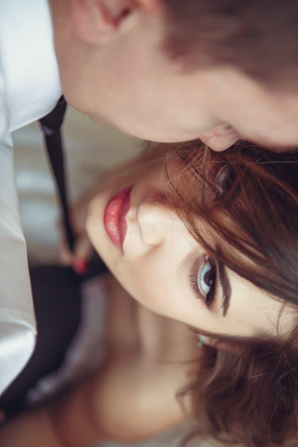 Moça na roupa interior erótica com um homem imagem de stock royalty free