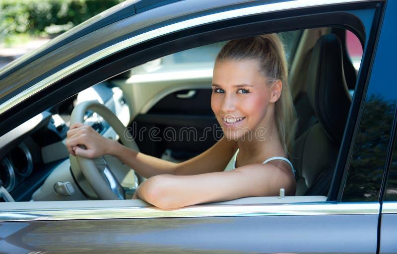 Moça no carro fotos de stock royalty free
