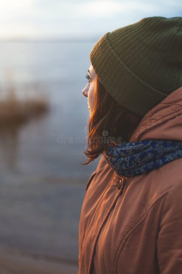 Moça perto do rio fotografia de stock