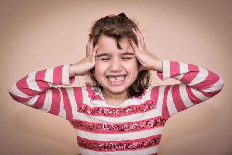 Moça que cobre suas orelhas imagens de stock