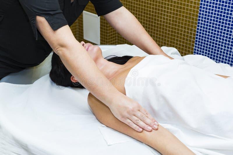 Moça que faz uma massagem mim fotografia de stock royalty free