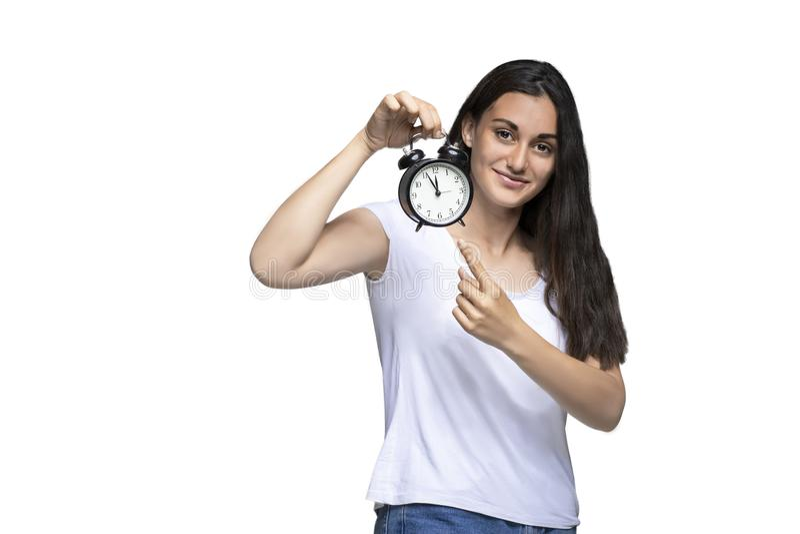 Moça que mantém o pulso de disparo do vintage isolado no fundo branco foto de stock royalty free