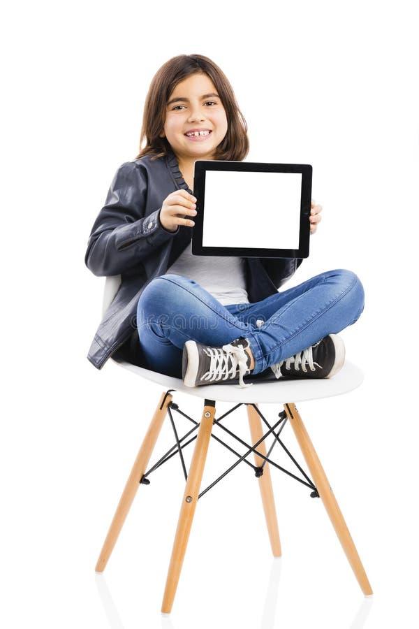 Moça que usa uma tabuleta imagens de stock royalty free
