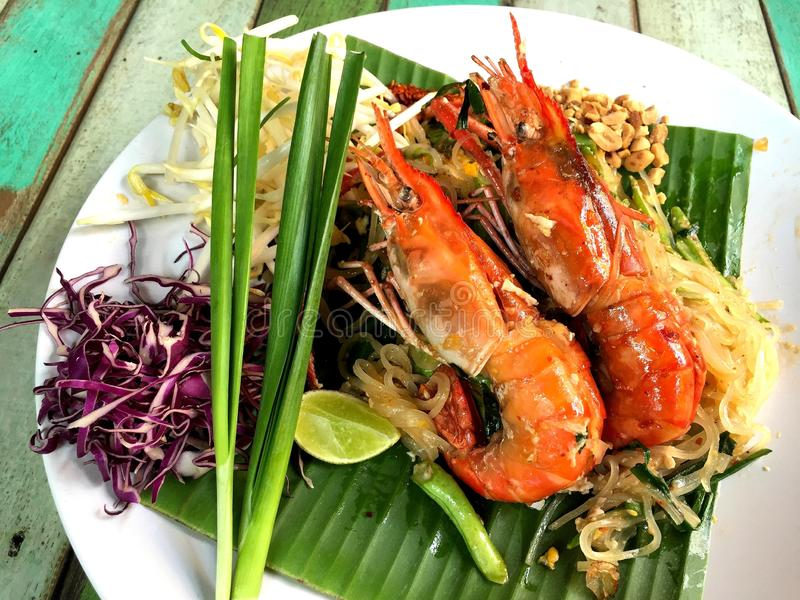 Mości Tajlandzkiego, Tajlandzkiego smażącego nooddle z lub fotografia stock
