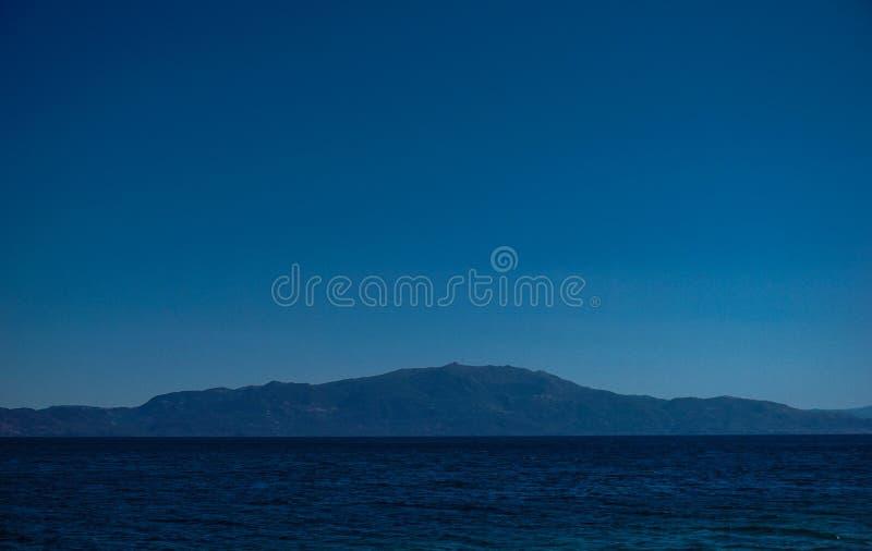 Możny piękny widok Lesbos wyspa od Assos fotografia stock