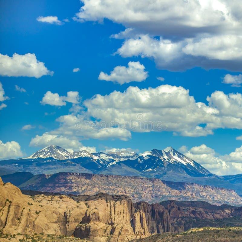 Moab Utah meningen met klippen en La-Zoutbergen royalty-vrije stock foto's
