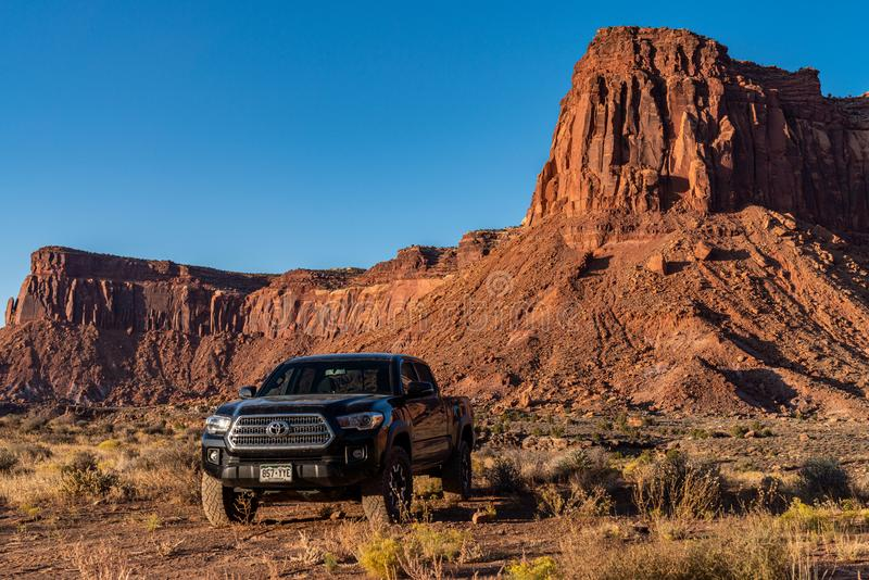 Moab, Utah USA 10/14/2019 Toyota Tacoma Exploring Near Canyonlands royalty-vrije stock foto