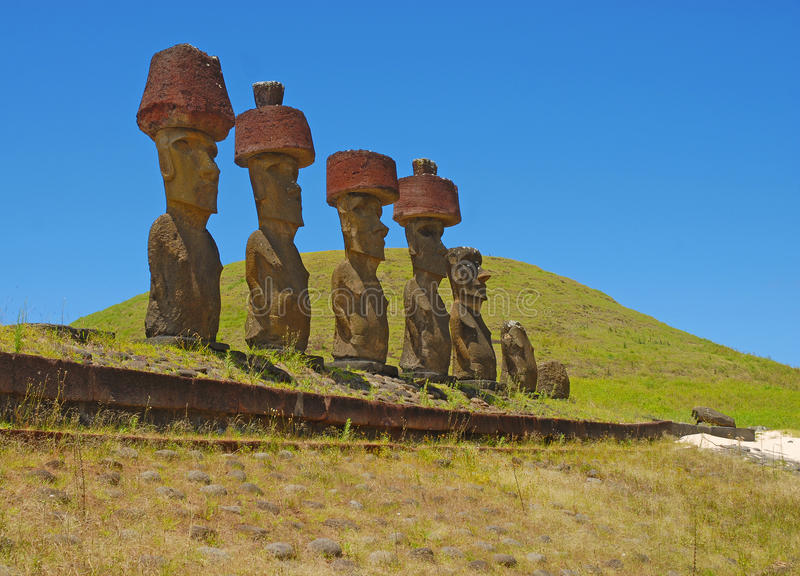 Moai在Rapa Nui -复活节岛的石头雕象 库存图片