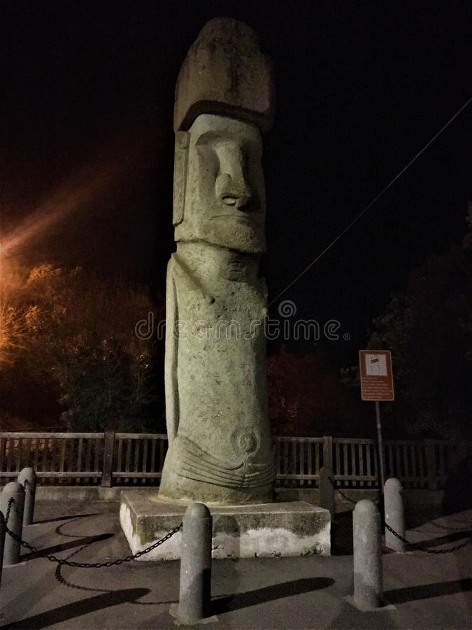 Moai,整体人的图在维托尔基亚诺镇,意大利 图库摄影