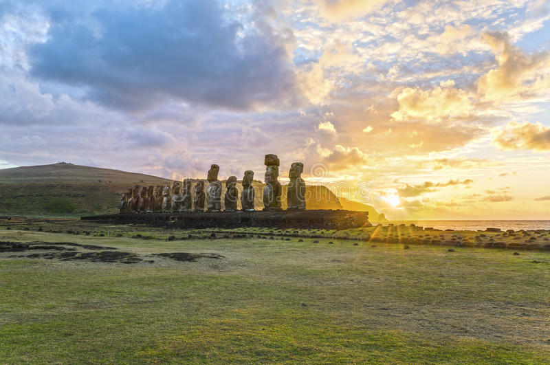 Moai Ahu Tongariki, isola di pasqua, Cile fotografie stock