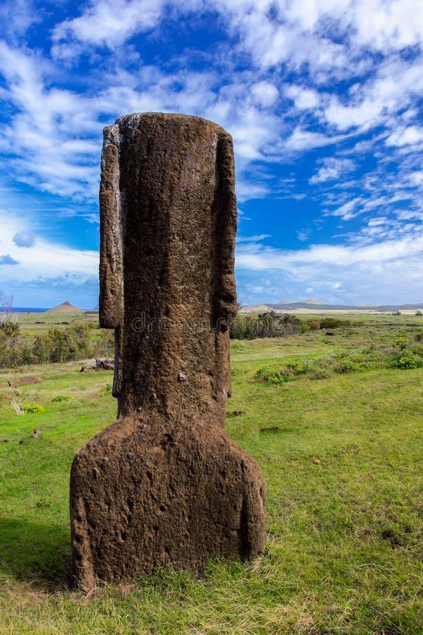 Moai che esamina la distanza fotografia stock