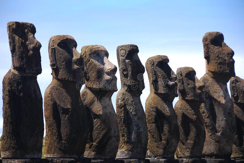 Moai de Ahu Tongariki no console de Easter (Rapa Nui) foto de stock
