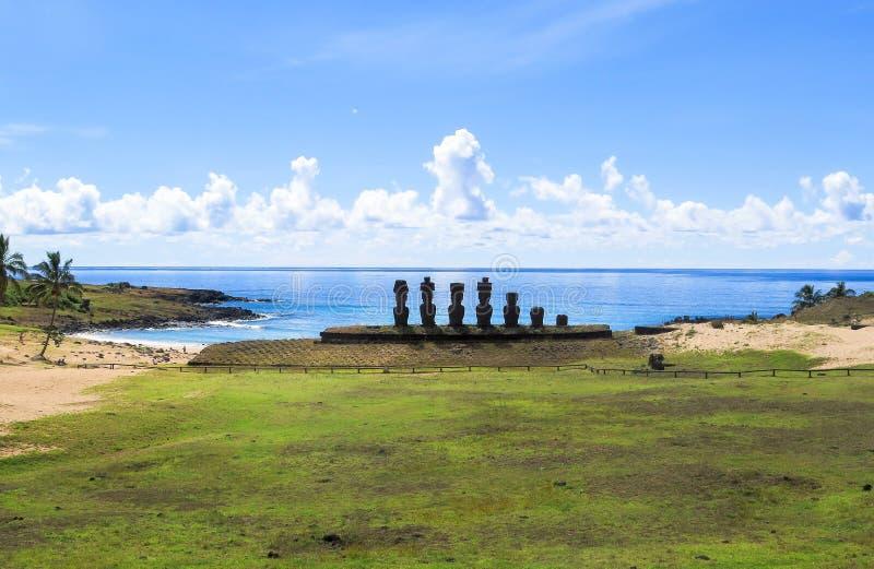 Moai fördärvar i påskön, Chile arkivfoto