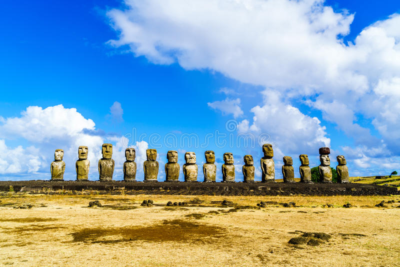 Moai på Ahu Tongariki royaltyfria foton