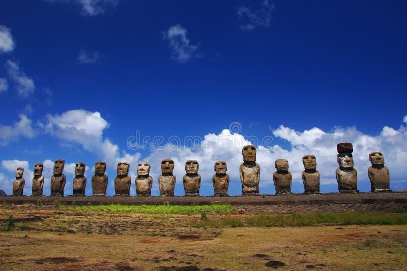 Moai quindici a Ahu Tongariki, isola di pasqua fotografia stock