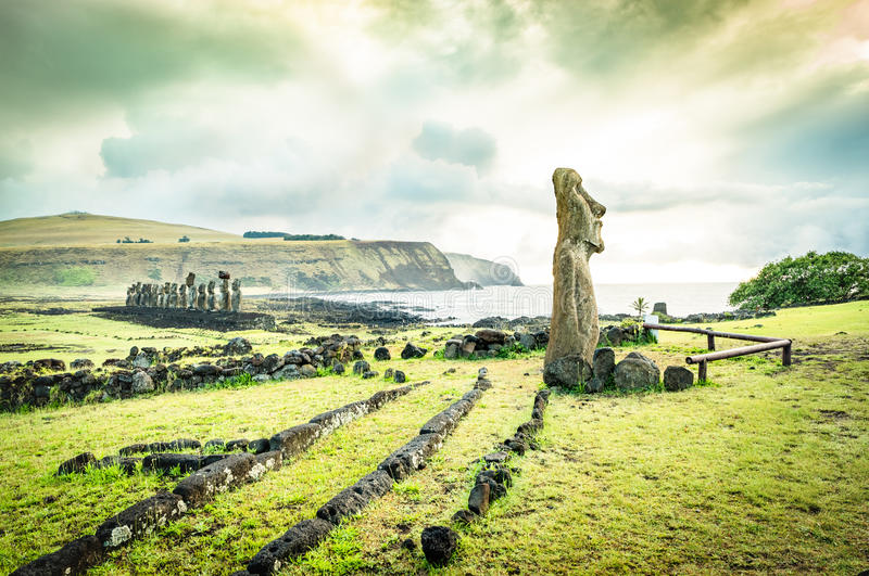 Moai statua przy Ahu Tongariki - Wielkanocna wyspa Rapa Nui Chile fotografia stock