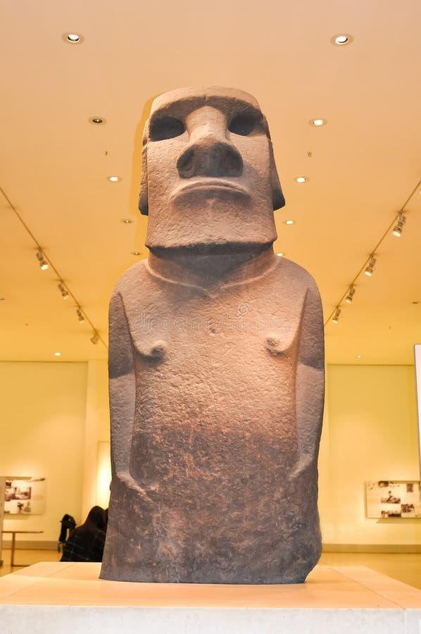 Moai staty i det brittiska museet, London, UK royaltyfri foto