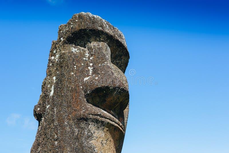 Moai staty i Rano Raraku Volcano i påskön, Chile arkivfoton