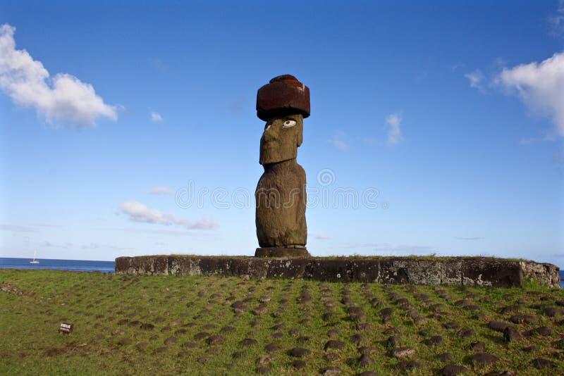 Moai staty med den bästa fnurenpåskön, Chile royaltyfri bild
